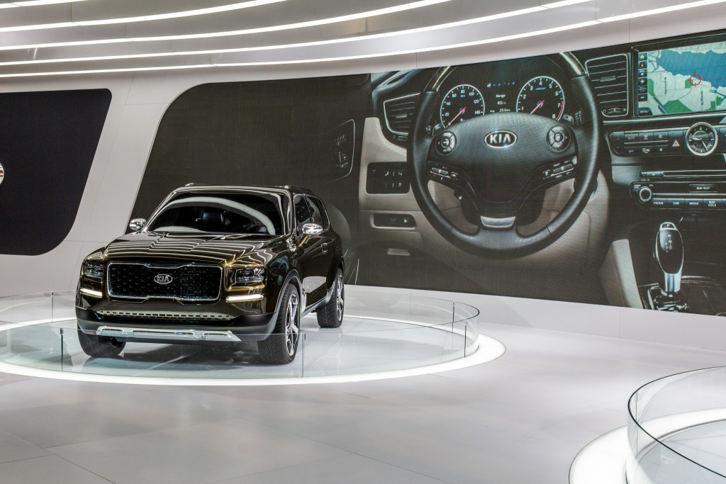 Kia's latest SUV on display at a B2B trade show. Trade shows allow B2B marketers to bring product experiences to life.