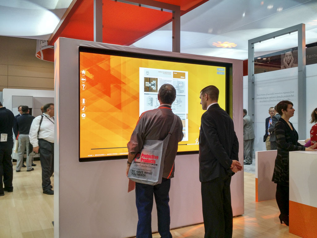 A large interactive screen at IBS/KBIS 2017. At this B2B trade show, brands showcase products using the latest technology.
